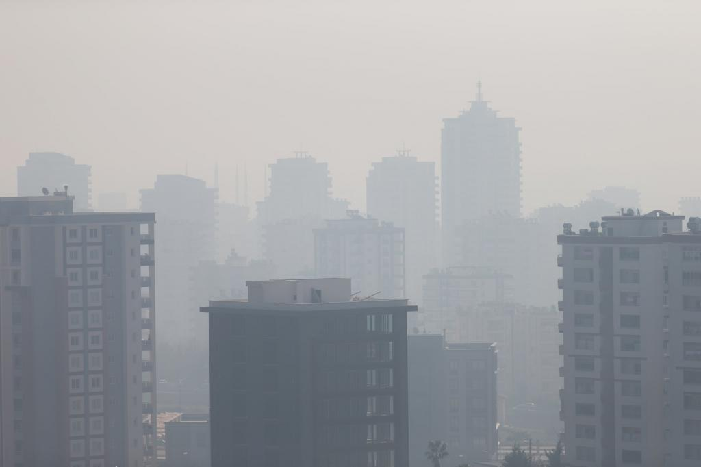 Urban-pollution-crises-air-face-mask-video